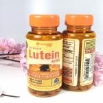 Vitamin world Eye Guard Lutein 40mg, 60 Softgels บำรุงสายตา ได้ผล ดีที่สุดจาก Vitamin world มีลูทีนและซีแซนทีน จัดอยู่ในกลุ่มของแคโรทีนอยด์ แตกต่างกันกับแคโรทีนอยด์ชนิดอื่นตรง จะไม่เปลี่ยนเป็นวิตามินเอ ในร่างกายจะมีสารทั้งสองตัวนี้อยู่ด้วยกันหลายตำแหน่ง เ