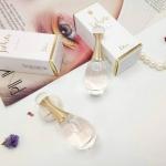 Dior J'adore Eau de Parfum Spray Dior J'adore ขนาดทดลอง 5 ml น้ำหอม Dior Jadore เสมือนผู้หญิงที่มีบุคลิคอ่อนโยน อ่อนหวาน Christian Dior Jadore Eau De Parfum Spray กลิ่นหอมอ่อนหวาน Jadore ที่มอบความรู้สึกที่เปรียบเสมือนผู้หญิง ที่มีบุคลิคอ่อนโยน