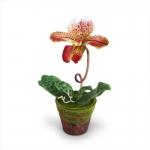 แจกันดอกไม้ประดิษฐ์ รองเท้านารี สีเบอร์กันดี ในกระถางดินเผาลายไม้ประดับมอสเทียม สำหรับตกแต่งบ้านแนวธรรมชาติหรือรีสอร์ท